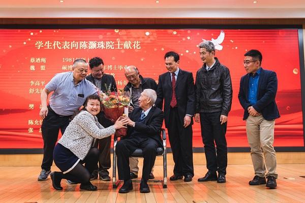 """95岁的陈灏珠院士退休了:一辈子研究一颗""""心"""",寄语学生""""三句话"""""""