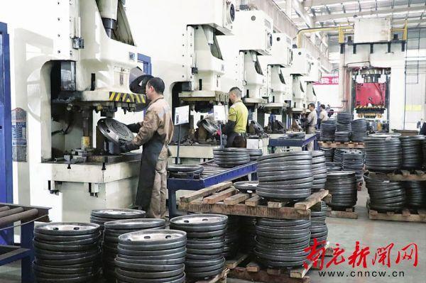 顺庆工业企业开足马力 全力冲刺四季度