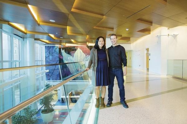 """""""陈-扎克伯格倡议""""宣布为新冠肺炎治疗研究机构捐赠2500万美元"""