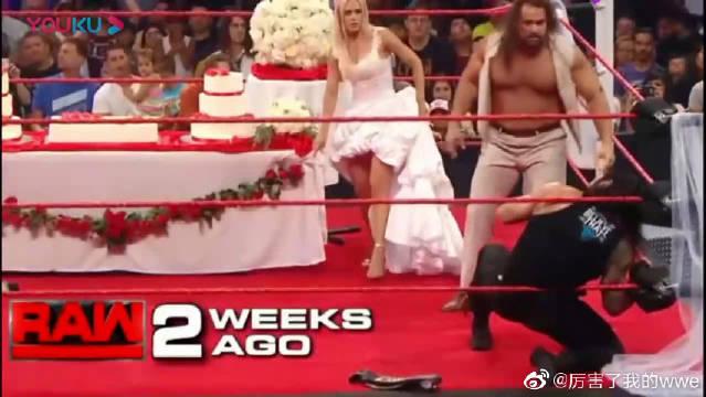 """在WWE的婚礼上,罗曼前来""""捣乱"""",两人争斗,新娘更是出了丑!"""