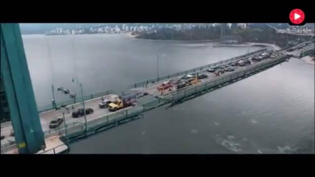 有史以来最恐怖大桥垮塌片段,看完这辈子都不想过跨江的桥了!