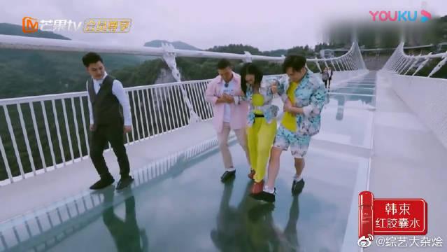钟丽缇踩在张伦硕刘畊宏脚上玩游戏,最后还调侃:还好不是婆婆来