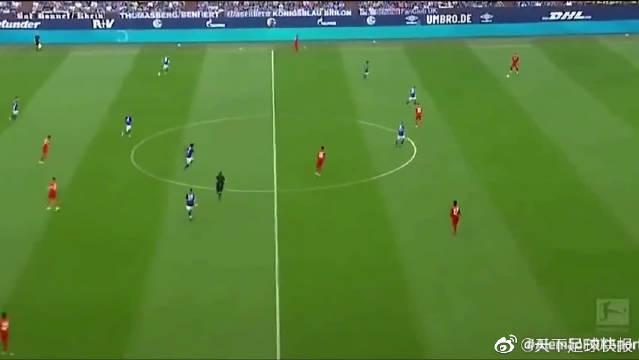 天降神兵!莱万多夫斯基上演帽子戏法,拜仁慕尼黑3-0胜沙尔克