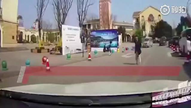 司机的行为算不算正当防卫??