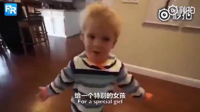 3岁男孩给妈妈做饭(完整版),全程爆笑可爱!