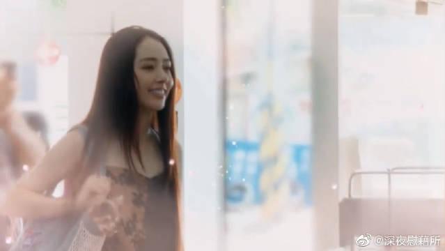 """郭碧婷带着她最爱的""""拇指姑娘""""去找向佐,这身打扮真的好漂亮~"""