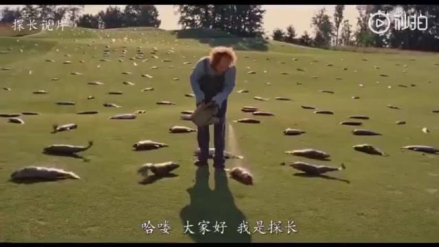 三个小伙为了赚钱,在高尔夫球场种起了鱼,还不停的给鱼浇水!