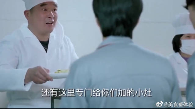 工人们的食堂,老总陈江河竟跟他们一起吃饭,员工瞬间惊呆了!
