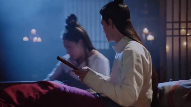 明月照我心:李谦假装失忆,与明月热吻床咚,明月害羞:王爷别急
