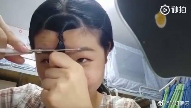 剪刘海千万不要把头发绑着剪~