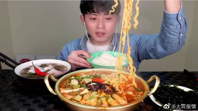 SooChang吃播金枪鱼泡菜拉面锅