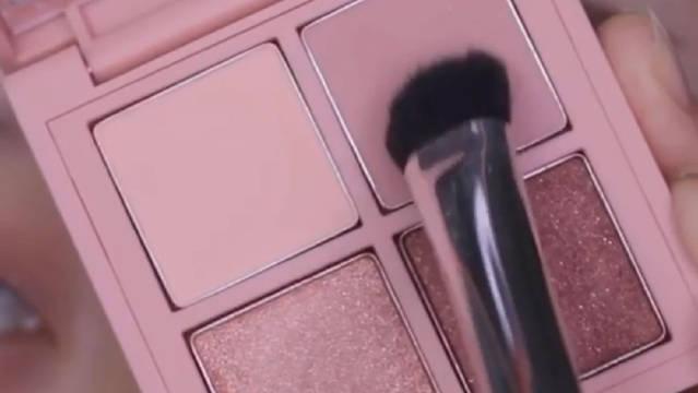 使用3CE新品mini multi 眼影盘完成的闪亮玫瑰色眼影化妆