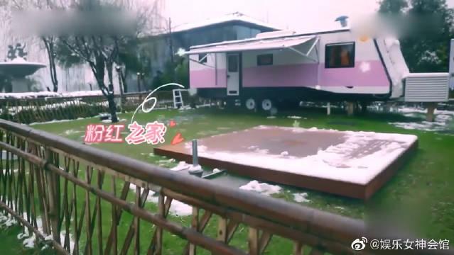 女儿们的恋爱:外边下雪杜海涛布置火锅~