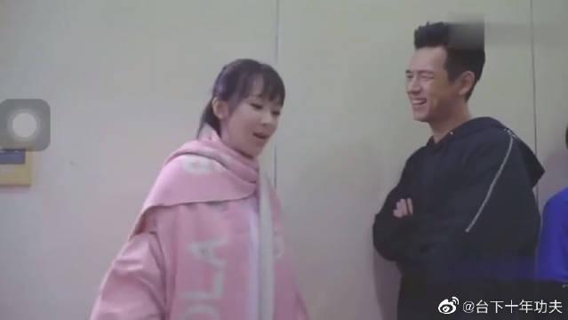 亲爱的热爱的花絮:佟年跟韩商言片场互动狂飙尬戏
