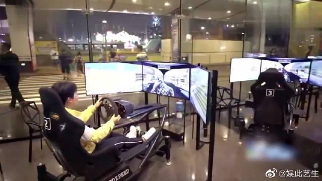 郭麒麟赛车玩成碰碰车的既视感,钟汉良赛车游戏也能迷路直接出局