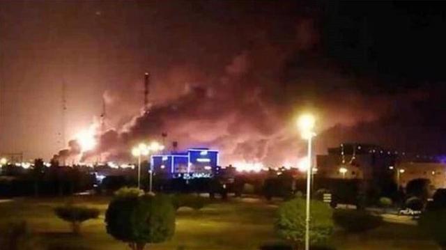 大批无人机突袭油井,沙特石油产量瞬间减半,油价上涨已不可避免
