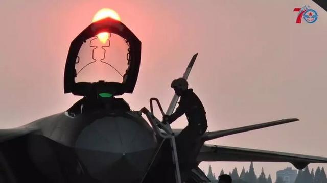 美轮美奂 空军发布歼-20全网最全视角镜头 大国重器霸气尽显
