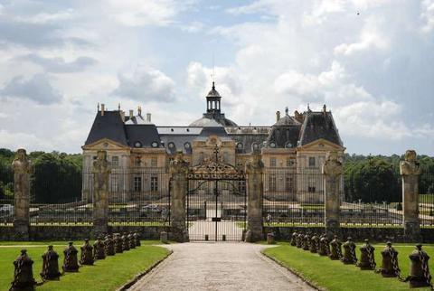 法国沃子爵城堡主人遭打劫 损失200万欧元