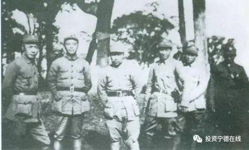 1939年,陈毅(左起)、刘炎、刘飞、叶飞、吴煜、乔信民与新四军六团部分领导