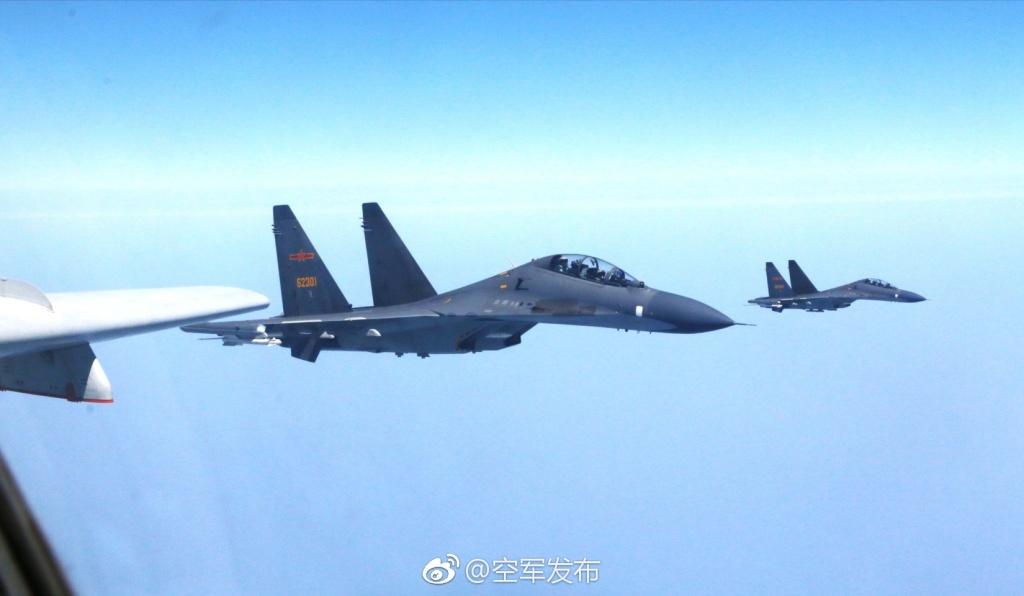 3月23日,解放军编队远航宫古海峡(图片来源:空军发布)