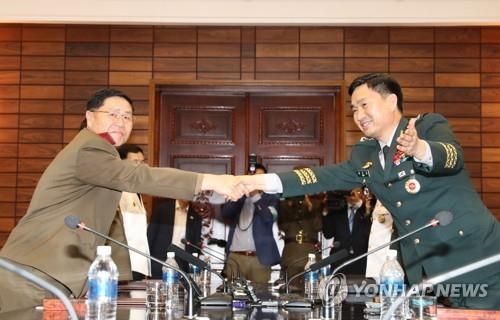 资料图片:第8次韩朝将军级会谈。(图片来源:韩联社)