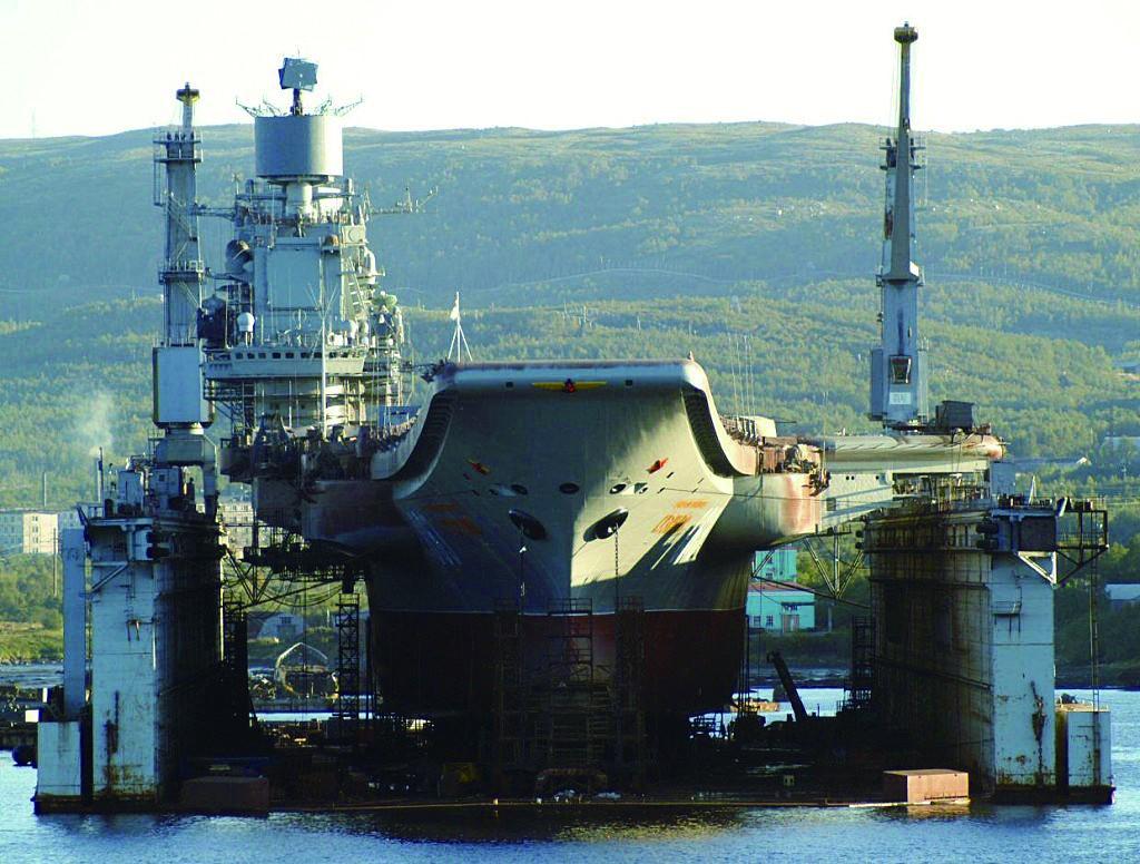 俄航母甲板受损 厂方:不受影响。