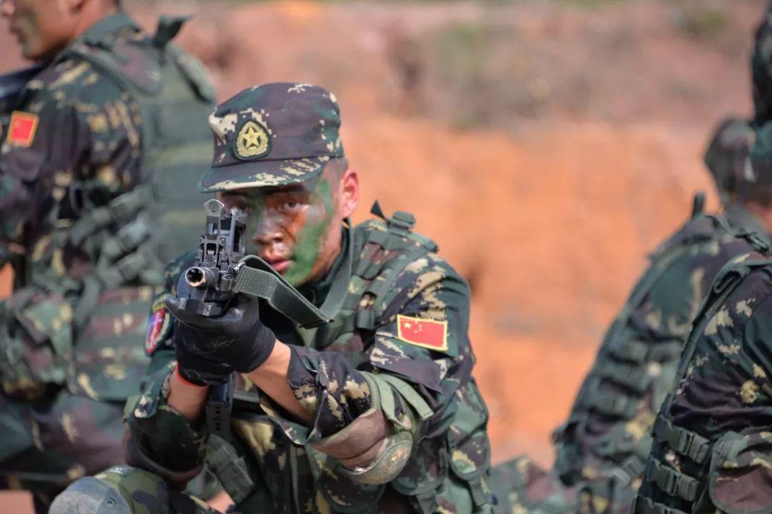 我军特种兵晋级要求有哪些 600米外用大狙击毁战车