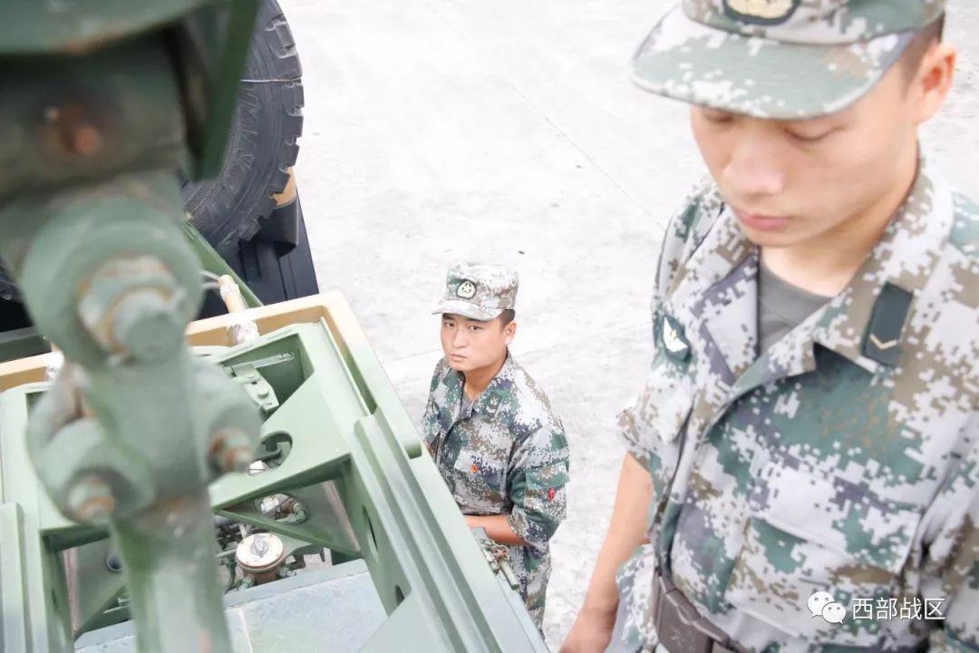 标准敬军礼�_李建德落泪了,哭得像个小孩,深深地对着连旗敬了一个标准的军礼.