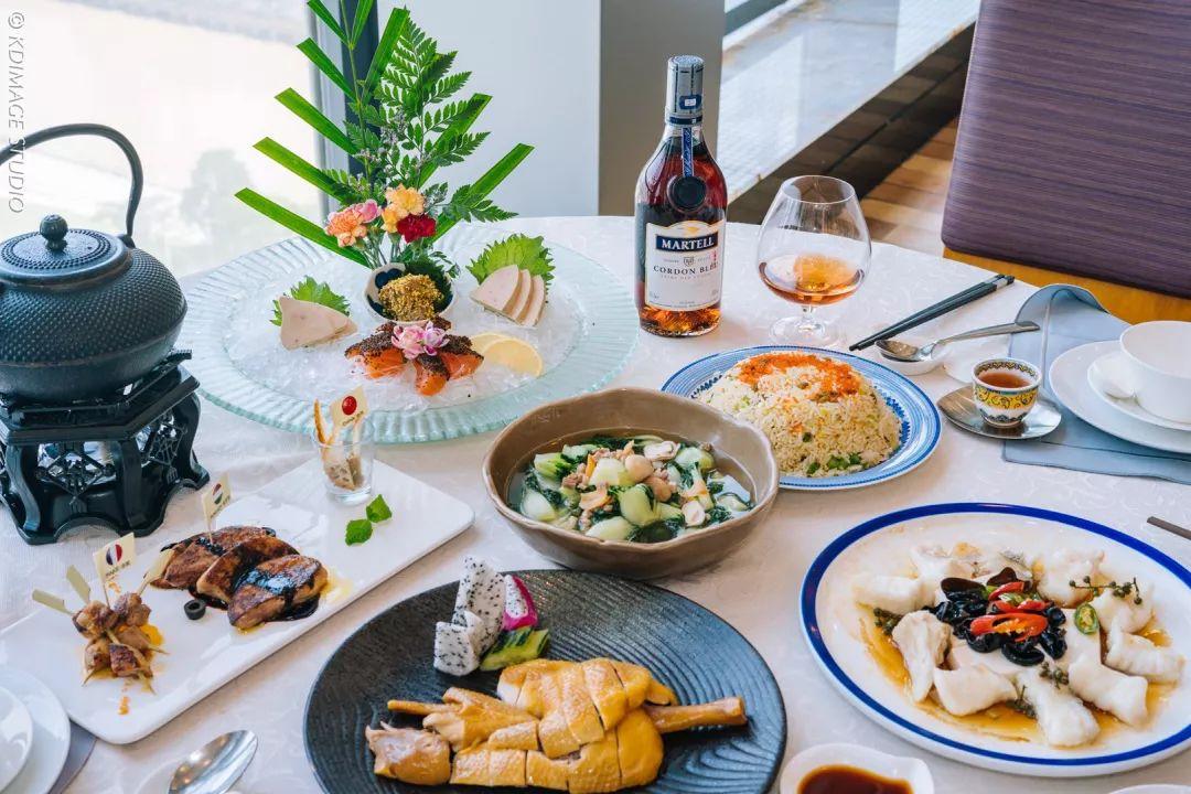 空中盛宴:当佳肴美酒与美景交融