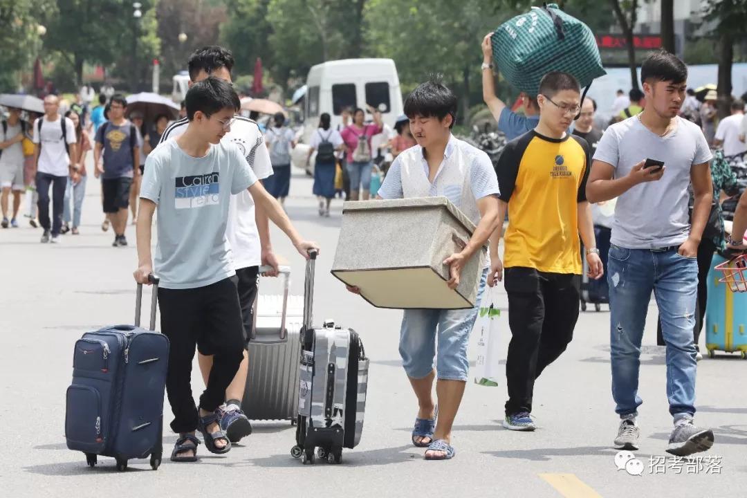 别人初中毕业的年纪,他们竟然是大学生了!00后几有初中龙门镇所平江图片