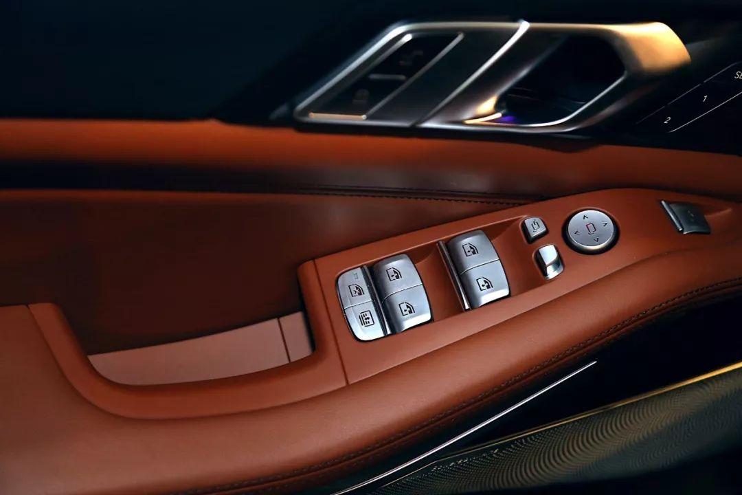 BMW造了一辆真正的「百万级豪车」