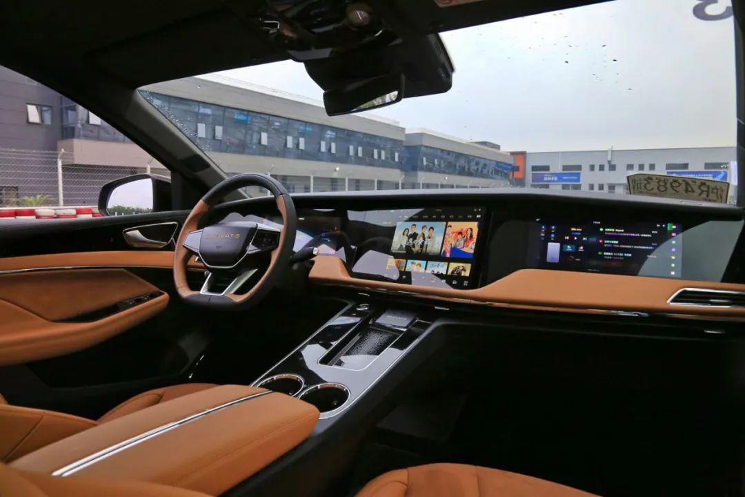 前排3个大屏、后排2个大屏,中国这台全新SUV,还没几个人认识