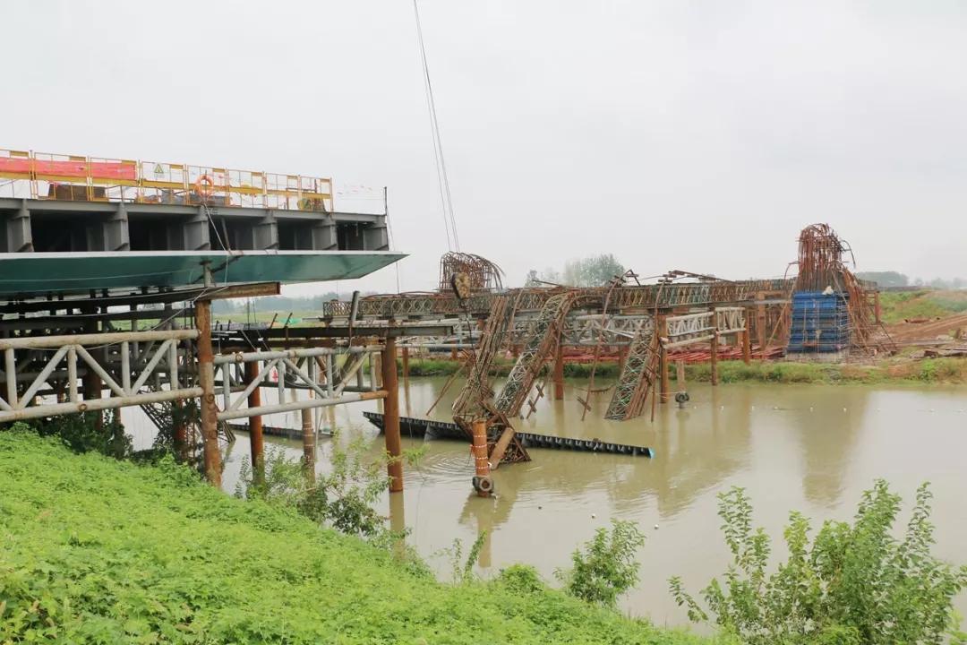 玩什么游戏赚钱_安徽一在建桥梁发生钢结构支架垮塌 已致4死15伤