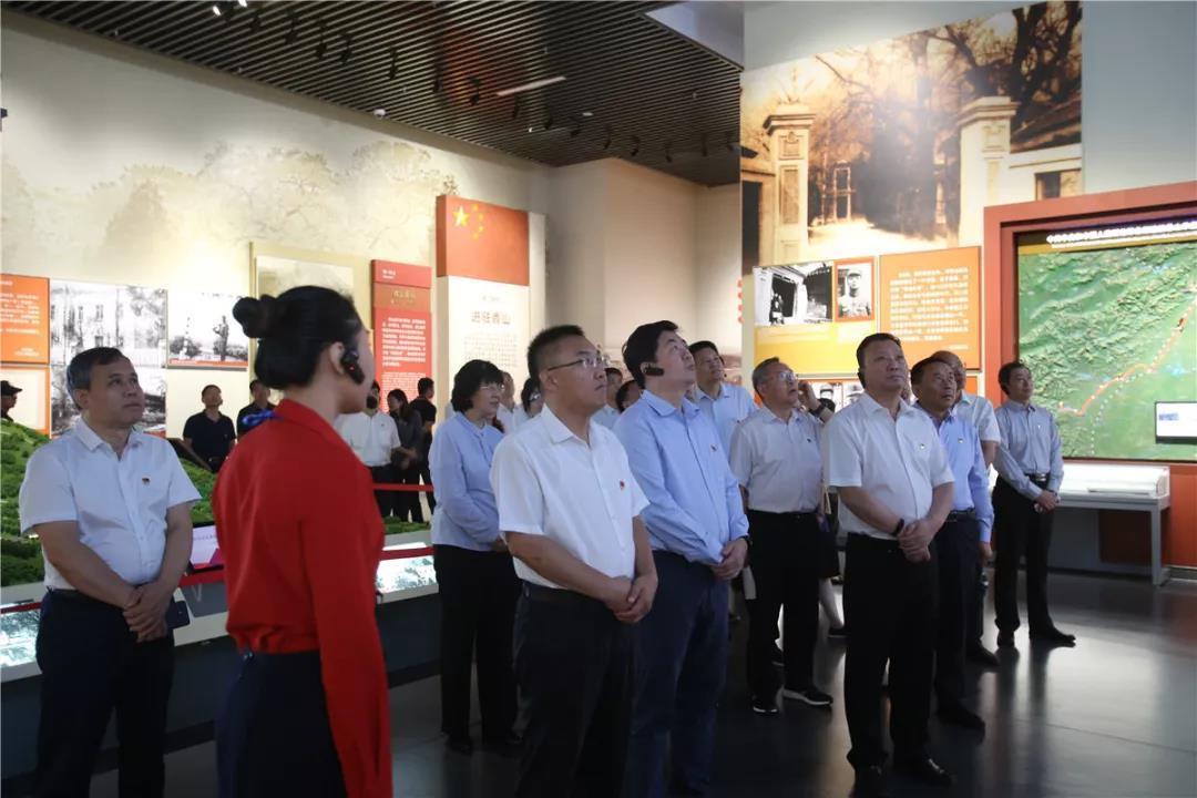 西城区四套班子领导集体赴香山革命纪念地瞻仰学习