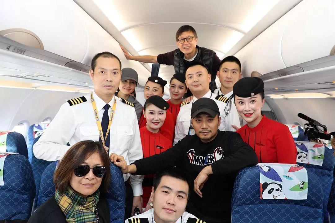 电影《中国机长》主创和川航事件的原型人物们