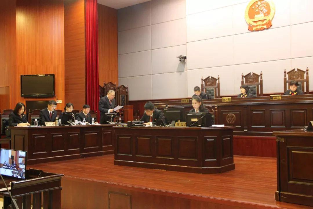 景德镇市检察院检察长出庭支持公诉一起职务犯罪案件