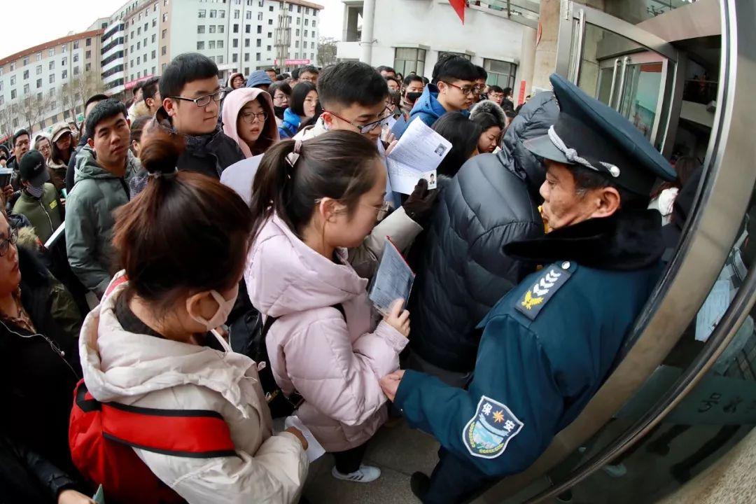 万豪棋牌万豪棋牌手机版_这就是中国武警的十二时辰