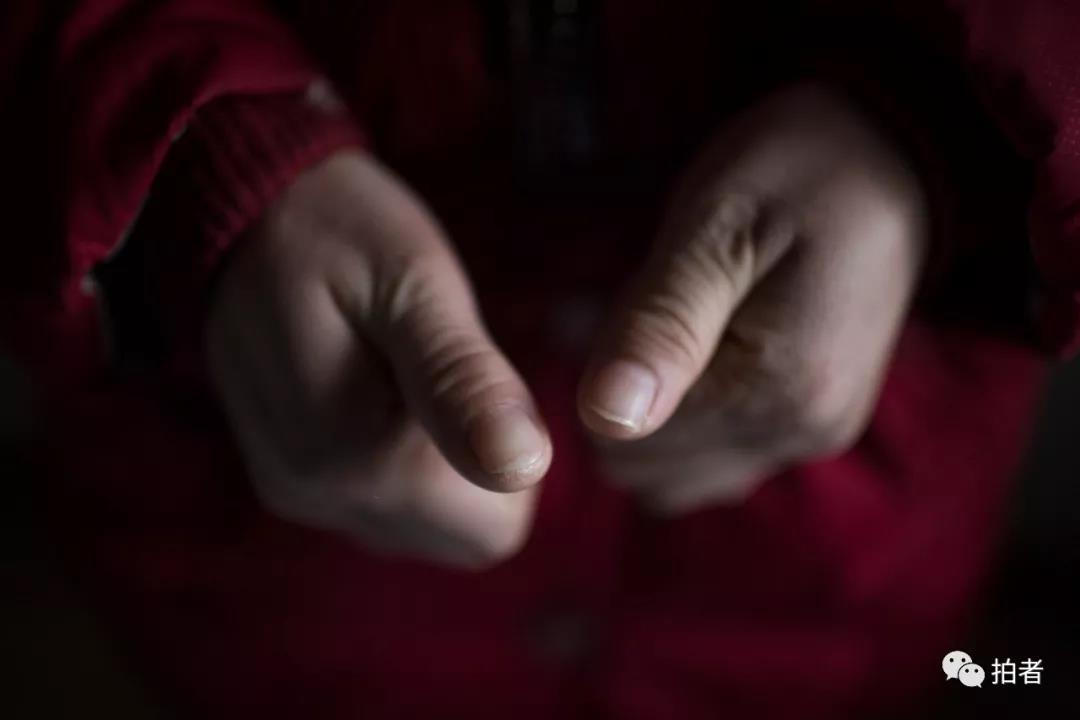 葡京澳门赌场_老照片:英国飞行员趁着德军轰炸,将魔爪伸向单身女性