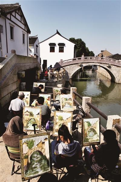 环绕古镇的河流水系,宋韵明风的古街古桥,独特淳朴的江南生活,是写生
