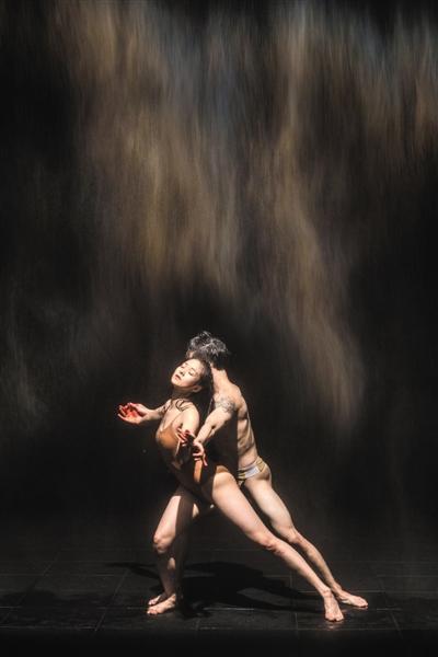"""在美术馆看一场舞蹈,是最好的""""按摩"""""""