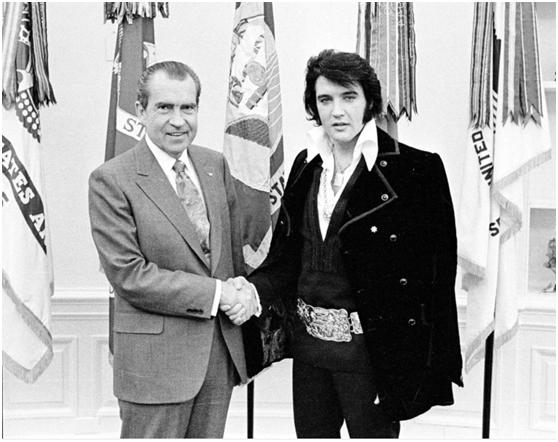 """尼克松与""""猫王""""合影的著名照片。"""