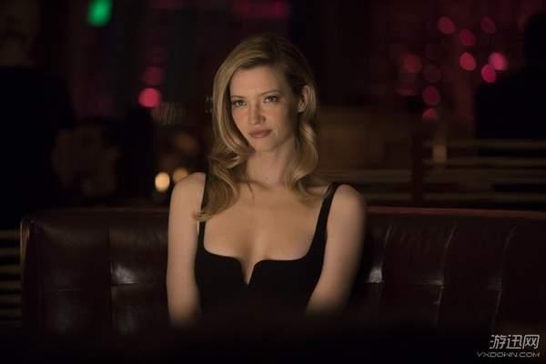 《西部世界》第二季新剧照 美女接待员依旧风情万种