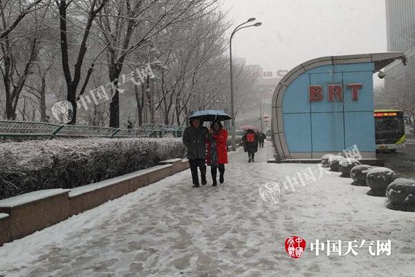 华南3省区有暴雨 江南气温低迷阴冷转晴冷