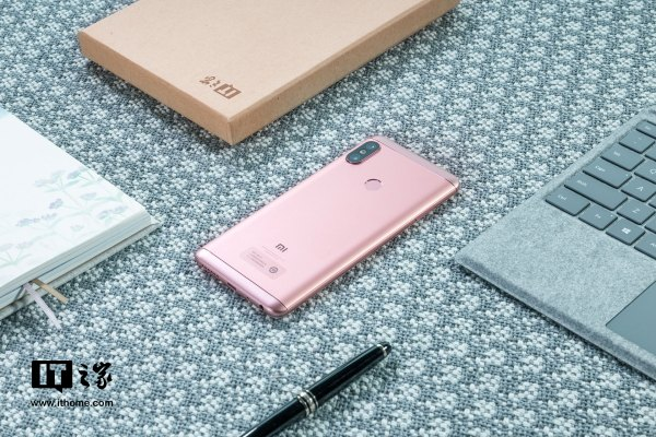 """京东一周最新手机热销榜:第一名有点""""意外"""""""