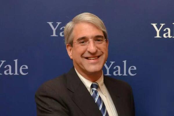 耶鲁大学第23任校长彼得?沙洛维。