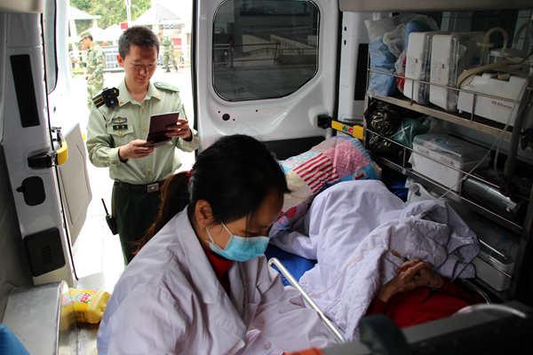 """一中国游客在越南遭遇车祸 广西友谊关边检站开通""""绿色通道"""""""