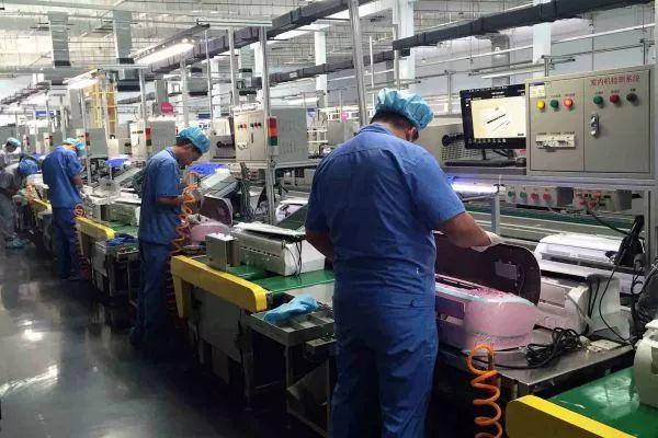▲资料图片:工人在车间生产。