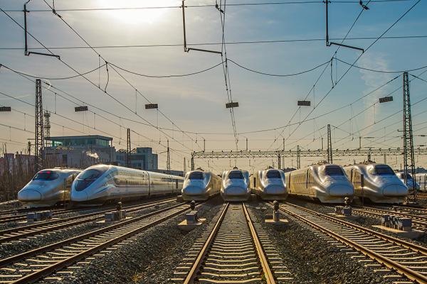 铁总去年利润18亿5年新高 收入首破万亿首亿e9
