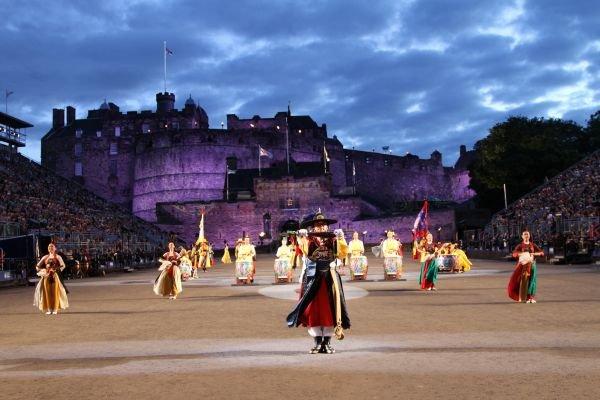 资料图片:2013年爱丁堡军乐节上的舞蹈表演。新华社记者郭春菊摄
