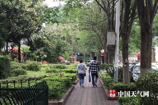 江苏降雨持续南京宿迁等局地暴雨 明天最高温降至20℃